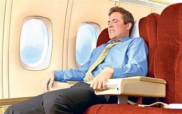 Вы панически боитесь летать на самолете, но периодически вынуждены делать это