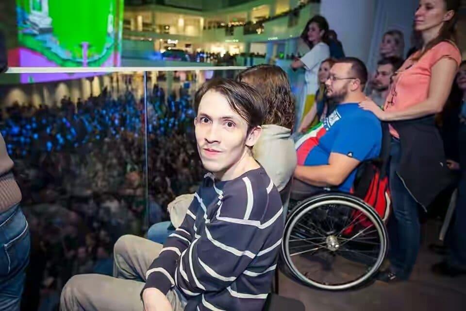 Максим-студент с инвалидностью-я хочу быть поелезным