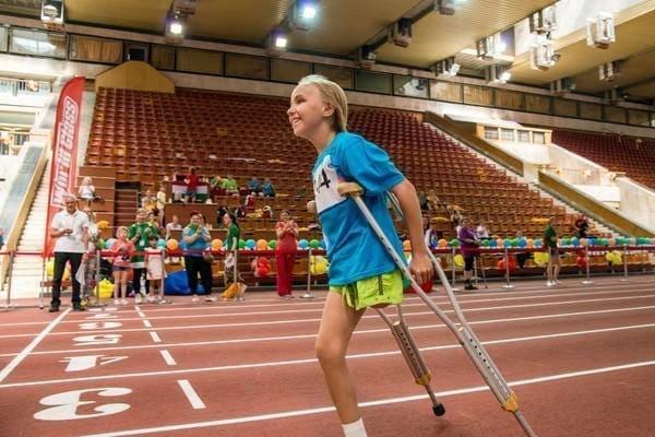 Ангелина Сутягина добивается результатов в спорте без одной ноги